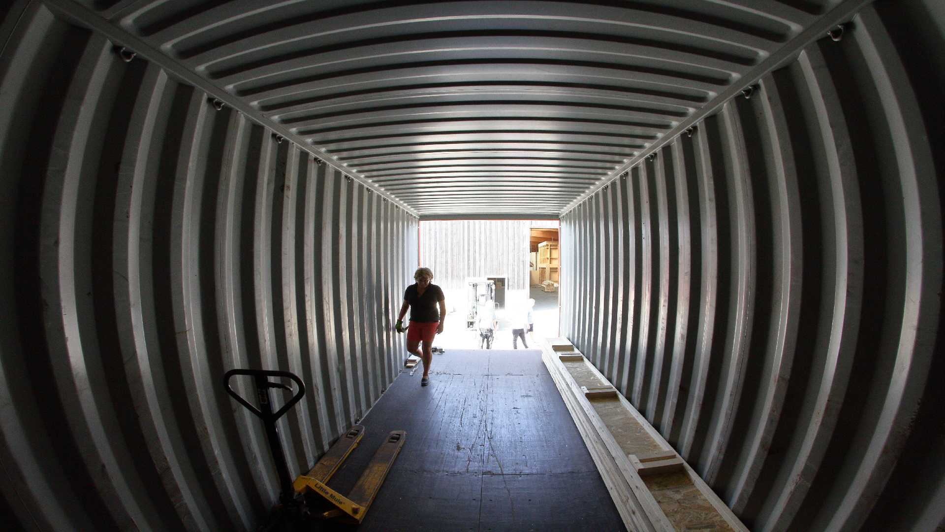 NEPAL_Container_packen_16Aug2018_10