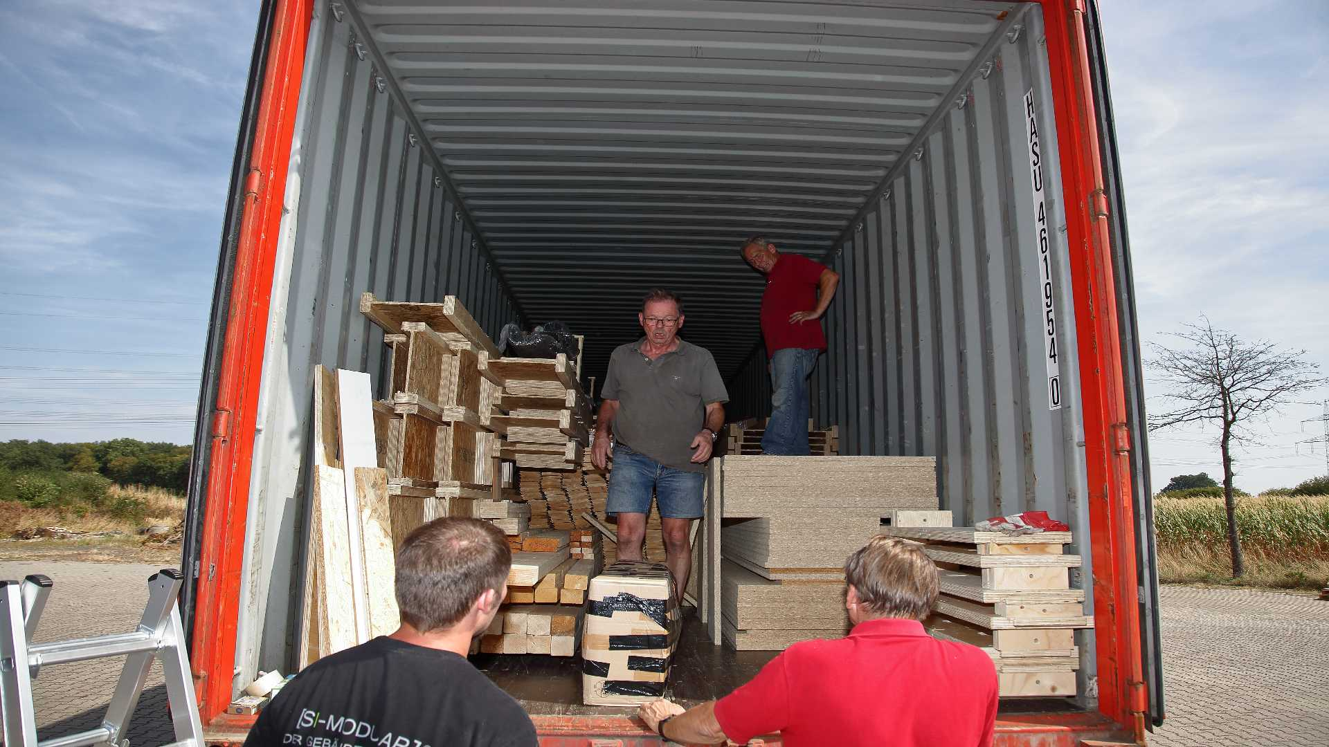 NEPAL_Container_packen_16Aug2018_39